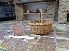 Dollhouse Miniature realistic wicker basket от WickerMiniature