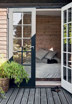 – All Trends in this danish Summerhus - ludorn Sommerhaus in Tisvilde II 6 - Lakeside Cottage, Suites, Deco Design, Home Bedroom, Cheap Home Decor, Architecture, French Doors, Home And Living, Living Room