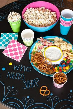 Ideas para organizar una pijamada súper cool Slumber Party Snacks, Girl Sleepover Party Ideas, Sleep Over Party Ideas, Girl Spa Party, Sleepover Food, Slumber Parties, 10th Birthday Parties, Birthday Fun, Birthday Ideas