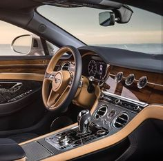 O Luxuoso Interior do Bentley Continental GT. Bentley Auto, New Bentley, Bentley Motors, Luxury Car Brands, Top Luxury Cars, Fancy Cars, Cool Cars, Ferrari, Automobile