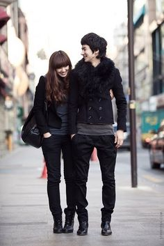 Cupids are all around. I stumbled upon this blog which kinda featured korea. this photo is just too cute for words. And this couple have a good fashion taste too. I just love korea.