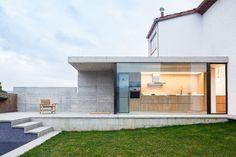 Otra Casa del Barrio  / Arnau Estudi d'Arquitectura