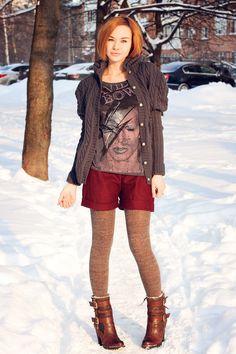 Dark Gray Wool Knit Cardigan, Art Print Pullover Shirt, Crimson Shorts, Light Brown Textured-Look Leggings, and Brown Boots