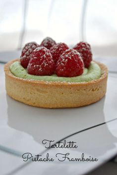 Tartelette Pistache Framboises, Caramel – Chocolat – Mes Douceurs – Famous Last Words Köstliche Desserts, Delicious Desserts, Dessert Recipes, Yummy Food, Plated Desserts, Chocolate Ganache Tart, Sweet Tarts, Mini Cakes, Love Food