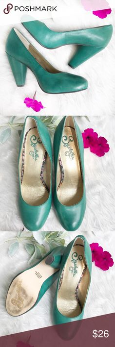"""SEYCHELLES green leather heel size 7 Gently used condition▪️there are scuff in leather on heels and toes (please zoom in on all pictures)▪️size 7▪️3"""" heel Anthropologie Shoes Heels"""