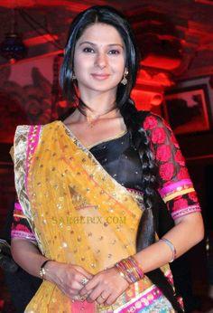Jenifer-winget-lehenga-saree-Sanjay-leela-bhansali-saraswatichandra-serial-launch-003.jpg (436×640)