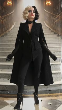 Emma Stone Outfit, Cruella Deville Costume, Cute Halloween Costumes, The Villain, Costume Design, High Fashion, Ideias Fashion, Dress Up, Style Inspiration