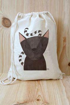 Mochila de tela con gatito negro