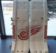 Detroit Red Wings goaltender Petr Mrazek has new gear, and it's beautiful. Like Chris Mason did during his Winnipeg Jets days, Mrazek has the Red Wings logo going across the front of his new pads. Hockey Pads, Goalie Pads, Ice Hockey, Hockey Goalie Equipment, Goalie Gear, Red Wing Logo, Detroit Hockey, Hockey Pictures, Hockey Room