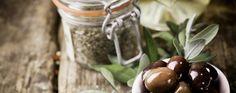 Enjoy an #autumn walk in the picturesque narrow streets of Heraklion and discover well-hidden #tasty corners! 😋🔝🔝 #healthyfood #crete #olives #travelgems #travelgemsgreece #october #walk #urban #explore #travelexperience #greece #oliveoil #travelgemscom #weekendfun #food