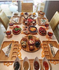 Home Decor Ideas Boho .Home Decor Ideas Boho Turkish Breakfast, Best Breakfast, Wooden Kitchen, Kitchen Decor, Breakfast Platter, Breakfast Buffet, Food Platters, Food Displays, Home Decor Pictures