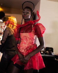 Dilara Findikoglu Fal 2018 RTW for a demon of the Lucitor Kingdom Couture Fashion, Fashion Art, Runway Fashion, High Fashion, Fashion Show, Fashion Looks, Fashion Outfits, Fashion Design, Dilara Findikoglu