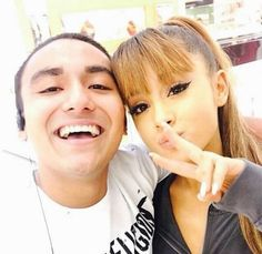 @arianagrande63 ariana with a fan ♡