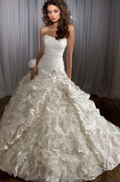 Pretty puffy wedding dress!