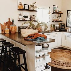 Interior Design Kitchen boho style kitchen 17 - Bohemian style kitchen decors are getting popularity with the passage of every day. These boho style kitchen are adorable in look, have juicy and … Bohemian Kitchen Decor, Shabby Chic Kitchen, Vintage Kitchen, Home Interior, Interior Design Kitchen, Kitchen Designs, New Kitchen, Kitchen Dining, Kitchen Ideas
