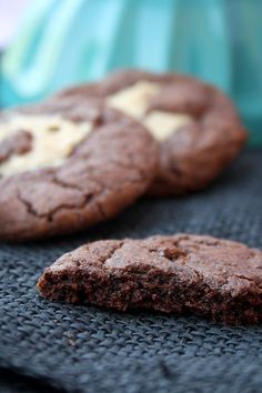 Recipe: The perfect, soft chocolate cookies with peanut butter Baking Recipes, Cookie Recipes, Dessert Recipes, American Cookie, Cookie Time, Yummy Cookies, Chocolate Cookies, Vegan Desserts, Love Food