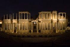 """CAPITAL DE LUSITANIA Fundada por Octavio Augusto en el 25 a.C. para los soldados veteranos """"eméritos"""", la Colonia Iulia Augusta Emerita fue una de las ciudades más relevantes de Hispania."""