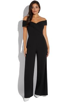 There are times when we pick Wedding Guest Outfits in the midst of confusion and regret. Check these options of dresses to wear to a wedding. Jumpsuit For Wedding Guest, Dresses To Wear To A Wedding, What To Wear To A Wedding, Formal Jumpsuit, Pleated Jumpsuit, Banquet Dresses, Off Shoulder Jumpsuit, Looks Plus Size, Casual Outfits