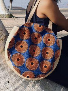 Round shopper bag, Wax orange discs, Burlap, African fabric by kiny-par - Afrikrea African Accessories, Women Accessories, Ankara Bags, Ethno Style, Diy Handbag, Fabric Purses, Round Bag, African Fabric, African Prints