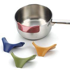 Slip on Pour Spout clicks onto bowls or pots to pour out soups, sauces, batters, etc...