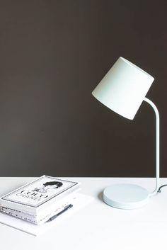 mein neues b ro teil 1 die graue wand wandfarbe grau wandfarbe und sch ner wohnen. Black Bedroom Furniture Sets. Home Design Ideas
