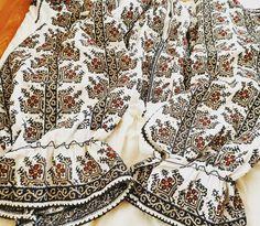 Postări pe Instagram de la Ie Vie Magazin Online🇹🇩 • Iun 8, 2019 la 9:46 UTC Folk Costume, Costumes, Folk Embroidery, Folk Fashion, Boho Shorts, Folk Style, Instagram Posts, Folklore, Cross Stitch