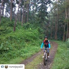 #Repost @nurwijaya22  udah main kebon aja nih om. wkwk  Sunday morning ndonat #gowes #cycling #mtb #bicycle #pacificbikerider #pasificbike #pacificbikes #pacificbikerider #sepeda #sepedagunung #bersepeda #gowes #hardtail #mountainbike #mtbindonesia #crosscountry