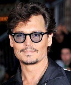 ジョニーデップはオリバーピープルのサングラスを愛用。