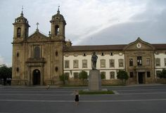 The Pópulo Convent in Braga was built in the 16th century. The structure of the building has several baroque characteristics. The facade is in an advanced stage of ruin because was dismantled and rebuilt in the late 18th century. This new project framed in the neoclassical architecture.