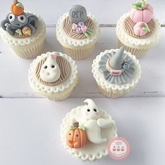 Are you getting ready for a Halloween Party?! Don't forget there are ✨2 Online Halloween classes for you to make your own super cute Halloween Cupcakes with!!! Keep The Kids Busy Lol . Click Link In Profile! #halloween #halloweencupcakes #halloweenclass
