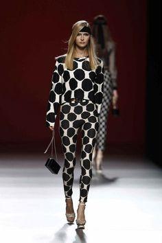 María Escoté Short Sleeve Dresses, Dresses With Sleeves, Long Sleeve, Sexy, Fashion, Neckline, Spring Summer, Women, Walkways