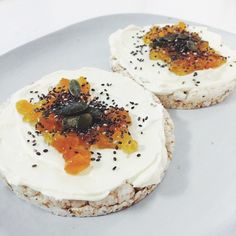 ❝Healthy snack :)❞ Rice Cakes, Cake Toppings, I Love Food, Camembert Cheese, Healthy Snacks, Brunch, Cooking, Recipes, Health Snacks
