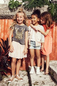 Join us on a sunny expedition of Spring style with wild animals, bright colors and comfy-cool jersey! H&m Kids, Cute Kids, Baby Kids, Children, Toddler Fashion, Kids Fashion, Portraits, Wild Animals, Spring Style
