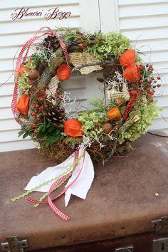 Türkränze - :::: Herbstkränzlein :::: - un producto único de BlumereiBerger en DaWanda- Autumn Wreaths, Holiday Wreaths, Holiday Decor, Diy Wreath, Door Wreaths, Thanksgiving Decorations, Farmhouse Decor, Floral Wreath, Design Design