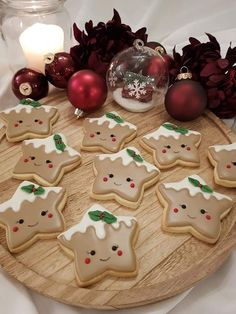 Cute Christmas Cookies, Christmas Snacks, Iced Cookies, Christmas Cooking, Noel Christmas, Christmas Goodies, Holiday Cookies, Christmas Candy, Cupcake Cookies