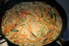 Cukkinis csirkemell sárgarépával, tejszínnel - Kemény Tojás receptek képekkel Japchae, Thai Red Curry, Nutella, Chicken Recipes, Cabbage, Paleo, Food And Drink, Healthy Eating, Yummy Food