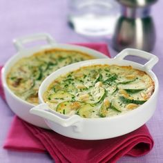 Zucchini gratin with fresh garlic and herbs cheese - dish Vegetarian Cooking, Cooking Recipes, Zucchini Gratin, Cheese Dishes, Fresh Garlic, Love Food, Macaroni And Cheese, Nutrition, Vegetables