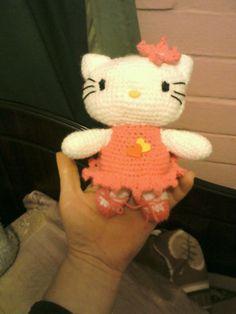 mi primera hello kitty, pero esta al apretarle los corazones decia TE AMO ♪♪