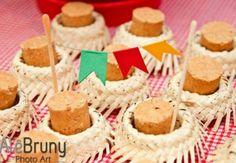 DIY Ideias supercriativas para a sua decoração de festa junina Party Sweets, Farm Party, Time To Celebrate, Holidays And Events, Party Gifts, Bento, Gingerbread Cookies, Party Time, Ale