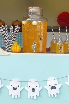 Don't miss this scary Halloween party! The drinks and garland are so cool! See more party ideas and share yours at CatchMyparty.com #catchmyparty #partyideas #halloween #halloweenparty  #halloweendrinks #halloweenpartydecorations Halloween Party Drinks, Halloween Cupcakes, Halloween Treats, Halloween Decorations, Scary Halloween, Halloween Photos, Halloween Activities, Garland, Food Ideas