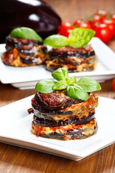Eggplant with parmesan cheese a classic of Italian cuisine to eat hot or cold - - Seafood Recipes, Chicken Recipes, Cooking Recipes, Healthy Recipes, Skinny Italian Recipe, Italian Recipes, Italian Chef, Buffet, Mets