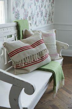 Sanna & Sania-love pillow idea