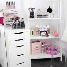 Bedroom Vanity Set, White Bedroom Set, Closet Vanity, Bedroom Vanities, Teen Bedroom, Dream Bedroom, Bedroom Ideas, Ikea Closet Storage, Bedroom Storage