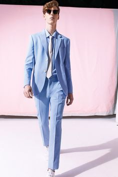 See all the Collection photos from Marc Jacobs Spring/Summer 2015 Menswear now on British Vogue Milan Men's Fashion Week, Fashion Show, Mens Fashion, Fashion Trends, Fashion Menswear, Vogue Paris, Made To Measure Suits, Tailored Shirts, Fashion Designer