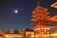 Full moon and Shitenno-ji Temple