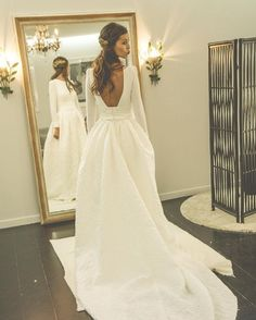 21 Beautiful wedding dresses would look glamorous on all sorts of brides-to-be #wedding #weddingdress