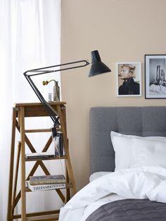 Side Table Wooden Ladder Side Table Urban Ladder Bedside Table Idea To Ste… – Buro Home Bedroom, Bedroom Decor, Bedrooms, Bedroom Lighting, Nightstand Lamp, Nightstand Ideas, Bedside Tables, Gravity Home, Interiores Design
