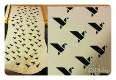 Serigrafia artesanal en tela. Origami bird.