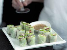 Vietnamesische Reispapierpäckchen mit Sesamdip ist ein Rezept mit frischen Zutaten aus der Kategorie Dips. Probieren Sie dieses und weitere Rezepte von EAT SMARTER!