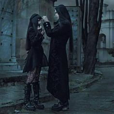 Top Gothic Fashion Tips To Keep You In Style. As trends change, and you age, be willing to alter your style so that you can always look your best. Consistently using good gothic fashion sense can help Gothic Mode, Dark Gothic, Gothic Art, Gothic Vampire, Vampire Kiss, Looks Dark, Dark Love, Goth Beauty, Dark Beauty